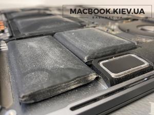 Вздута батарея MacBook Pro Touch Bar