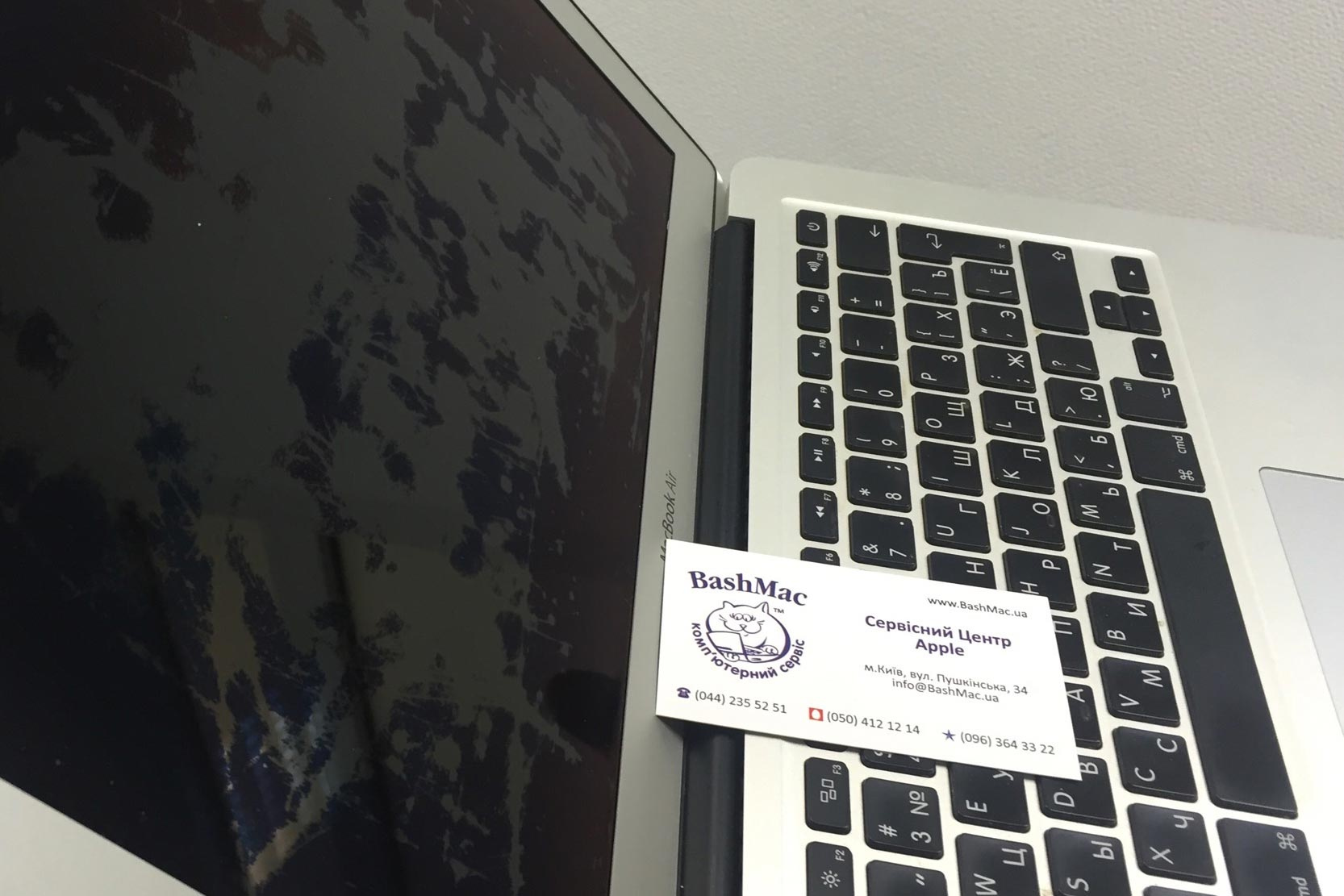 Видалення (чистка) антиблікового покриття екрану MacBook
