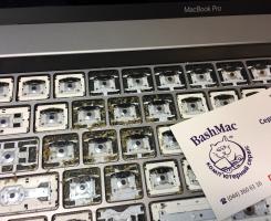 Чистка клавіатури MacBook