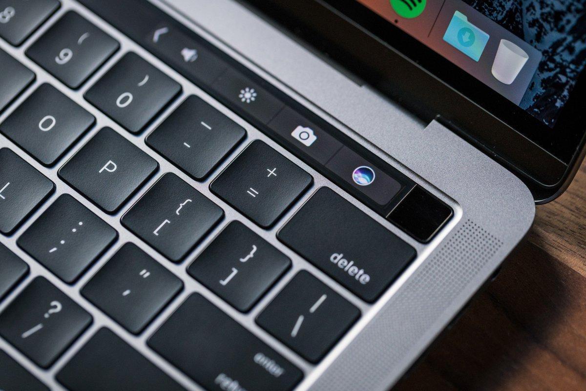 Використання клавіші Delete на клавіатурі MacBook